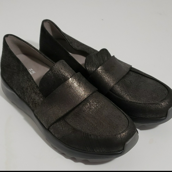 Eileen Fisher loafers in perfect condition